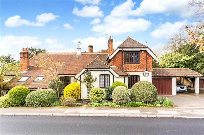Asking Price £895,000, 4 Bedroom Detached House For Sale in Reigate, RH2