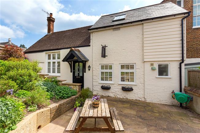 Asking Price £675,000, 2 Bedroom House For Sale in Reigate, RH2