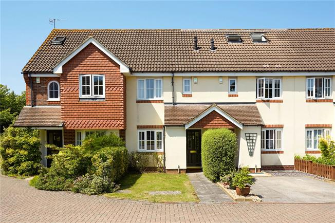 Guide Price £450,000, 2 Bedroom House For Sale in Reigate, RH2