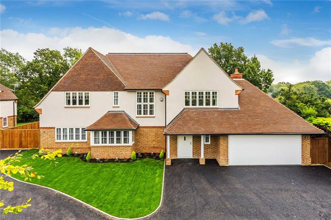 Guide Price £1,875,000, 6 Bedroom Detached House For Sale in Surrey, RH2