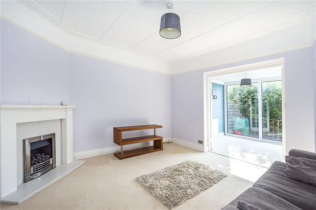 Asking Price £499,000, 2 Bedroom Flat For Sale in Surbiton, KT5
