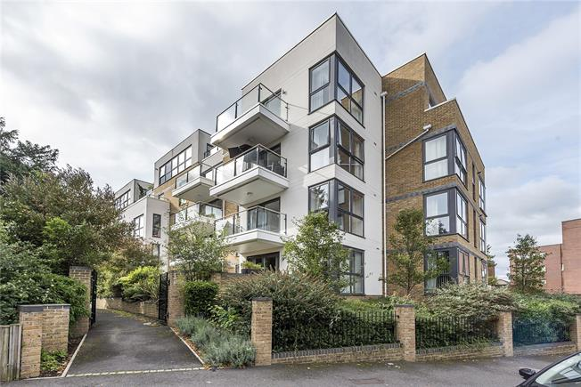 Guide Price £799,950, 3 Bedroom Flat For Sale in Surbiton, KT6