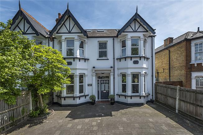 Asking Price £1,050,000, 5 Bedroom House For Sale in Surbiton, KT6