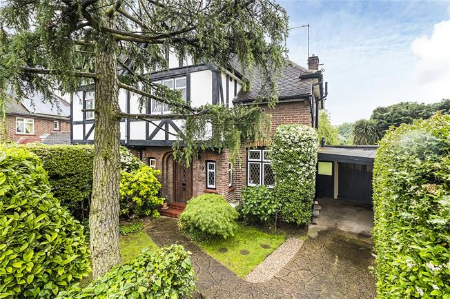 Asking Price £635,000, 3 Bedroom Semi Detached House For Sale in Chessington, KT9