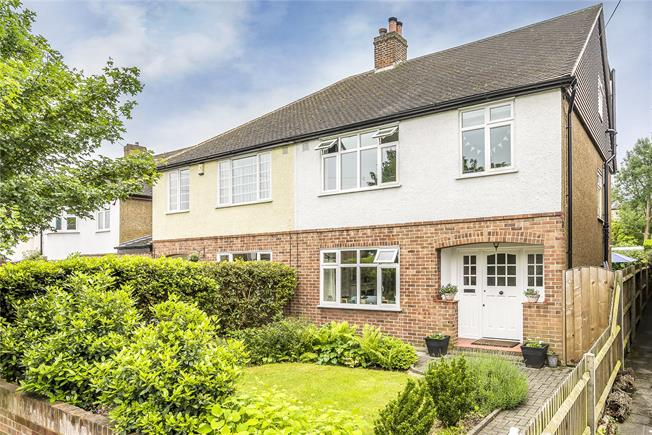 Asking Price £799,950, 4 Bedroom Semi Detached House For Sale in Surbiton, KT5