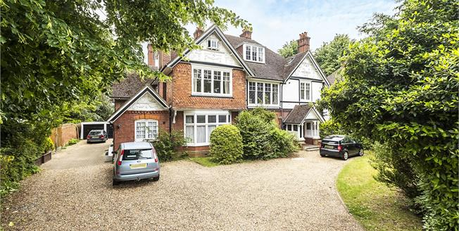 Asking Price £580,000, 2 Bedroom Flat For Sale in Surbiton, KT6