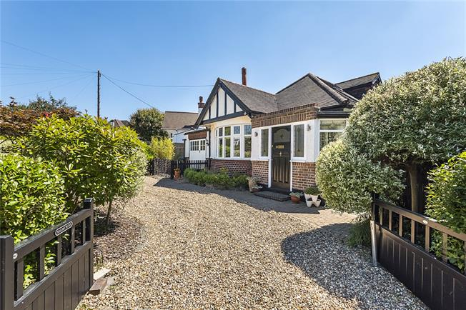 Asking Price £665,000, 3 Bedroom Bungalow For Sale in Surbiton, KT5