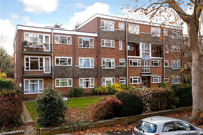 Asking Price £315,000, 1 Bedroom Flat For Sale in Surbiton, KT6