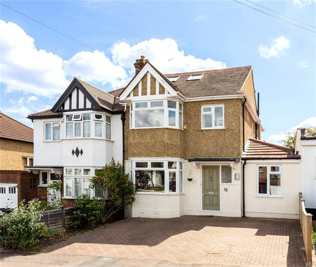 Asking Price £899,999, 4 Bedroom Semi Detached House For Sale in Surbiton, KT5