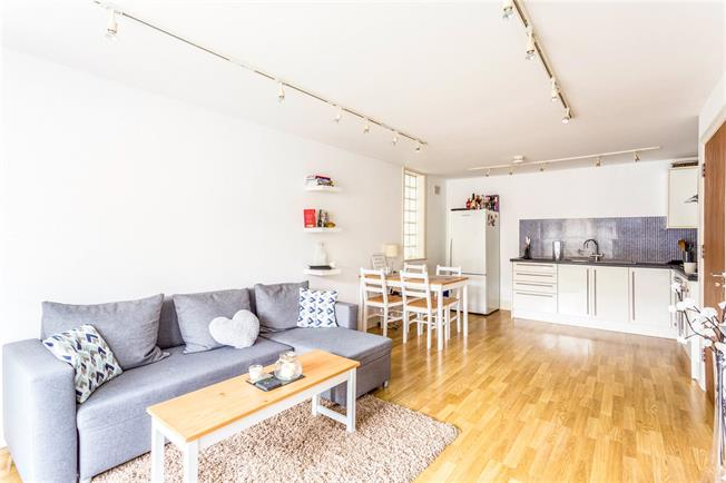 Asking Price £339,950, 1 Bedroom Flat For Sale in Surbiton, KT6