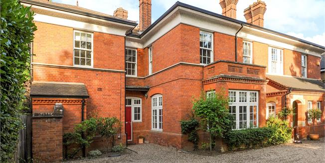 Asking Price £1,250,000, 4 Bedroom Semi Detached House For Sale in Surbiton, KT6