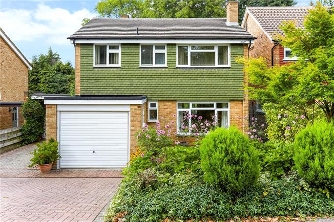 Asking Price £950,000, 4 Bedroom Detached House For Sale in Surrey, KT6
