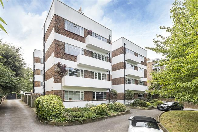 Offers in excess of £400,000, 2 Bedroom Flat For Sale in Surbiton, KT6