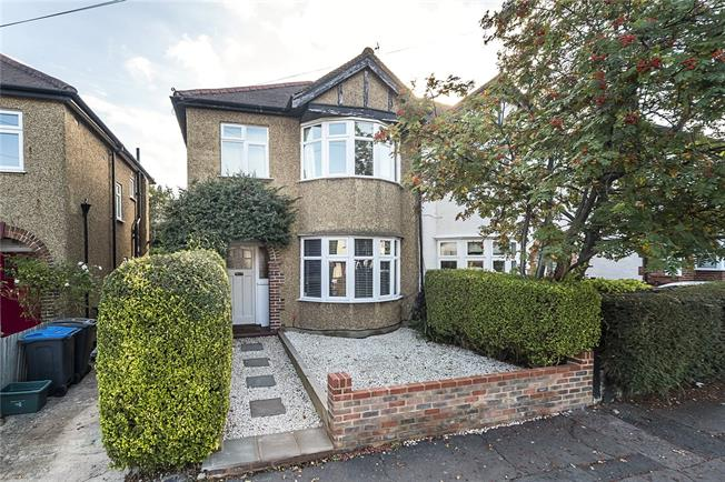 Asking Price £619,950, 3 Bedroom Semi Detached House For Sale in Surbiton, KT6
