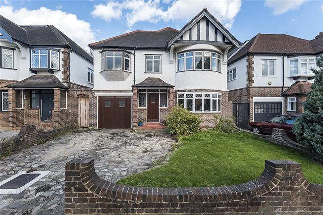 Guide Price £1,350,000, 5 Bedroom Detached House For Sale in Surbiton, KT5