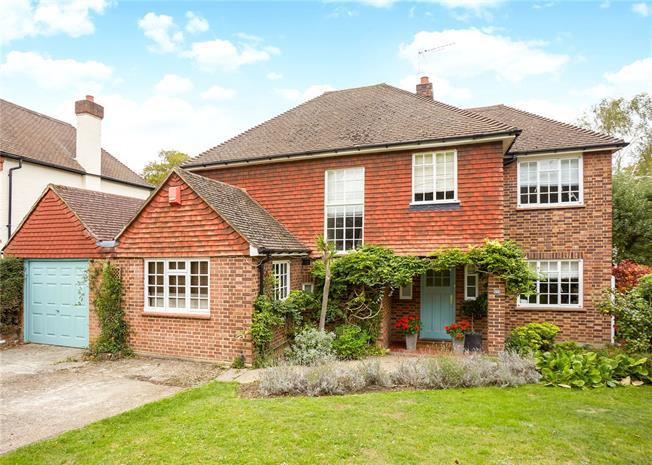 Asking Price £1,595,000, 5 Bedroom Garage For Sale in Surbiton, KT6