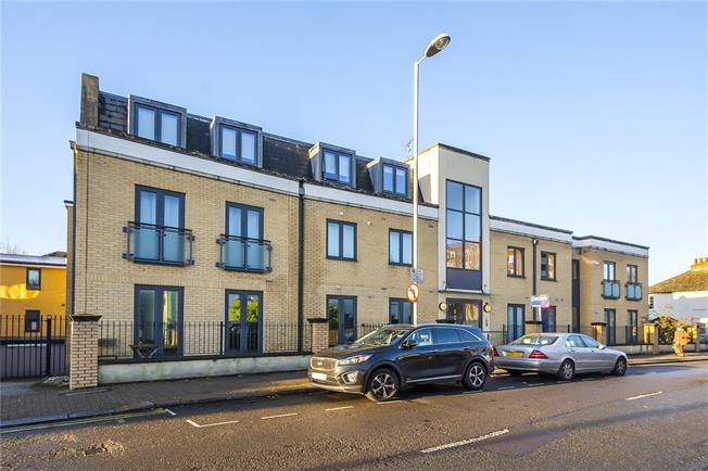 Asking Price £469,000, 2 Bedroom Flat For Sale in Surbiton, KT6