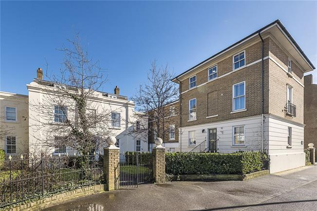 Asking Price £310,000, 1 Bedroom Flat For Sale in Surbiton, KT6