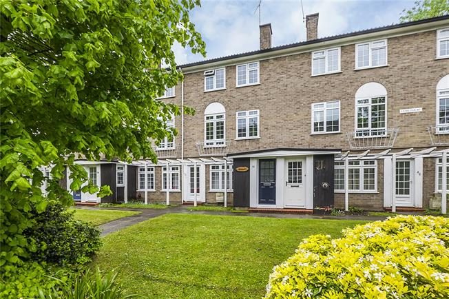 Asking Price £525,000, 2 Bedroom Flat For Sale in Surbiton, KT6