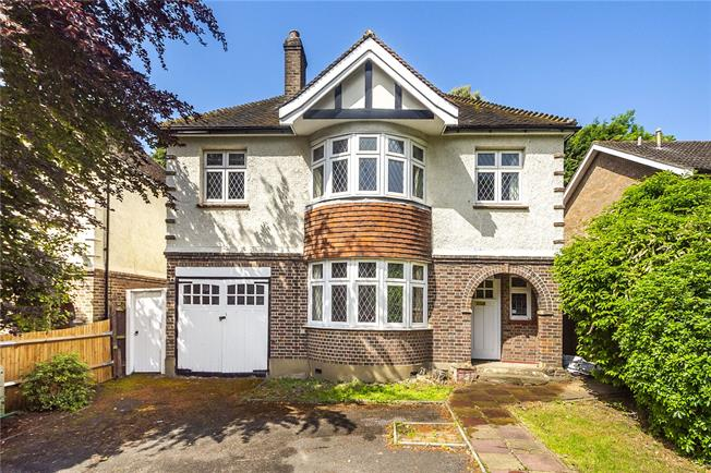 Asking Price £950,000, 4 Bedroom Detached House For Sale in Surbiton, KT6