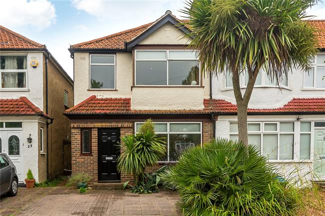 Asking Price £575,000, 3 Bedroom End of Terrace House For Sale in Surbiton, KT6