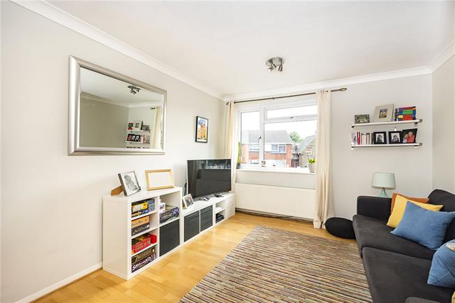 Asking Price £385,000, 2 Bedroom Flat For Sale in Surbiton, KT5