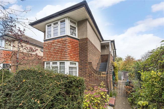 Asking Price £459,950, 2 Bedroom Flat For Sale in Twickenham, TW1