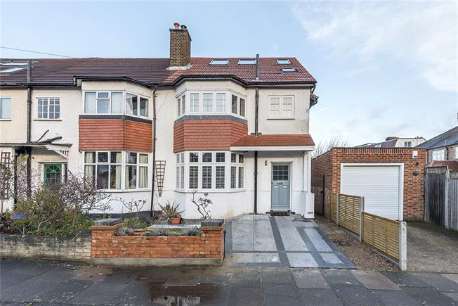 Asking Price £1,050,000, 4 Bedroom Semi Detached House For Sale in Twickenham, TW1