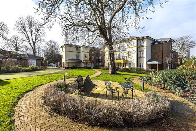 Asking Price £495,000, 1 Bedroom Flat For Sale in Twickenham, TW2