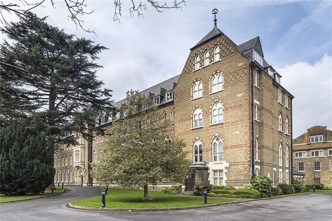 Asking Price £310,000, 1 Bedroom Flat For Sale in Isleworth, TW7