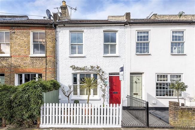 Asking Price £764,950, 3 Bedroom Semi Detached House For Sale in Twickenham, TW2