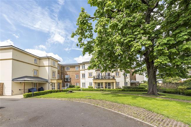 Asking Price £675,000, 2 Bedroom Flat For Sale in Twickenham, TW2