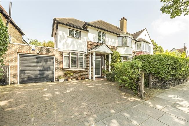 Asking Price £1,399,950, 5 Bedroom Semi Detached House For Sale in Twickenham, TW1
