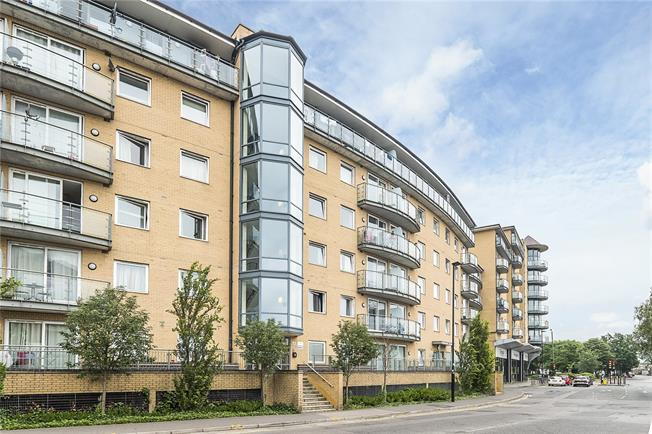 Asking Price £280,000, 2 Bedroom Flat For Sale in Feltham, TW13