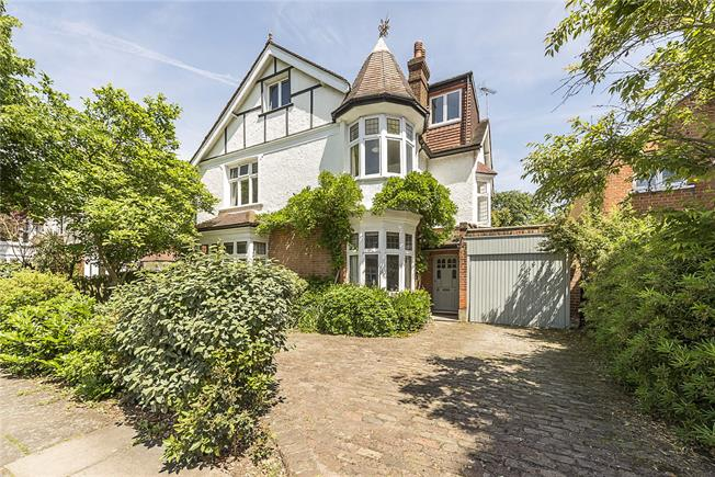Guide Price £2,750,000, 6 Bedroom Detached House For Sale in Twickenham, TW1
