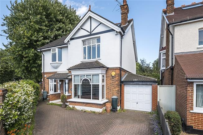 Asking Price £1,195,000, 5 Bedroom Detached House For Sale in Twickenham, TW1