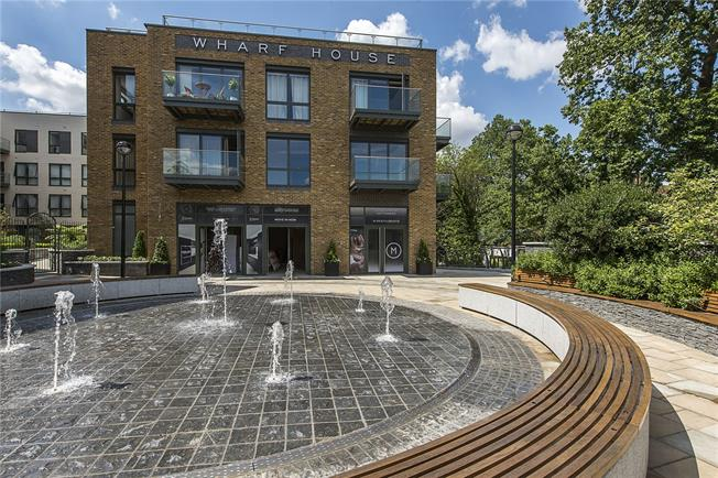 Asking Price £695,000, 2 Bedroom Flat For Sale in Twickenham, TW1