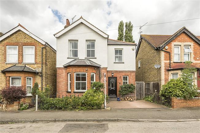 Asking Price £525,000, 3 Bedroom House For Sale in Feltham, TW13