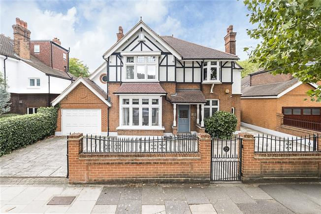 Guide Price £2,699,000, 6 Bedroom Detached House For Sale in Twickenham, TW1