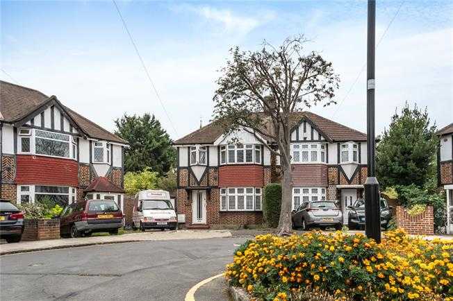 Guide Price £535,000, 3 Bedroom Semi Detached House For Sale in Hounslow, TW3