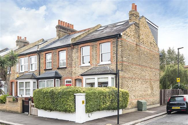 Asking Price £625,000, 4 Bedroom End of Terrace House For Sale in Hounslow, TW3