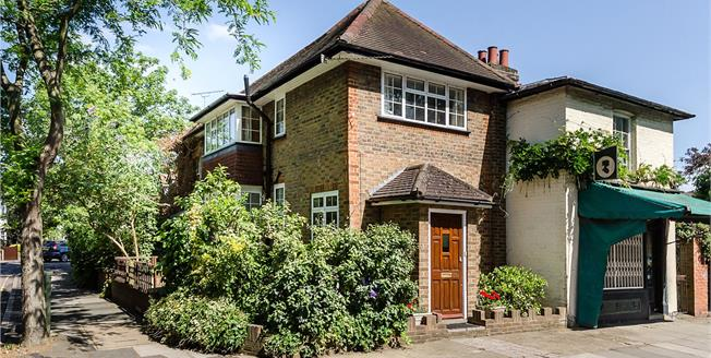 Guide Price £655,000, 2 Bedroom Semi Detached House For Sale in Twickenham, TW1