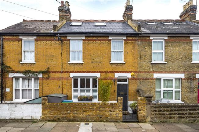 Guide Price £950,000, 4 Bedroom Terraced House For Sale in Twickenham, TW1