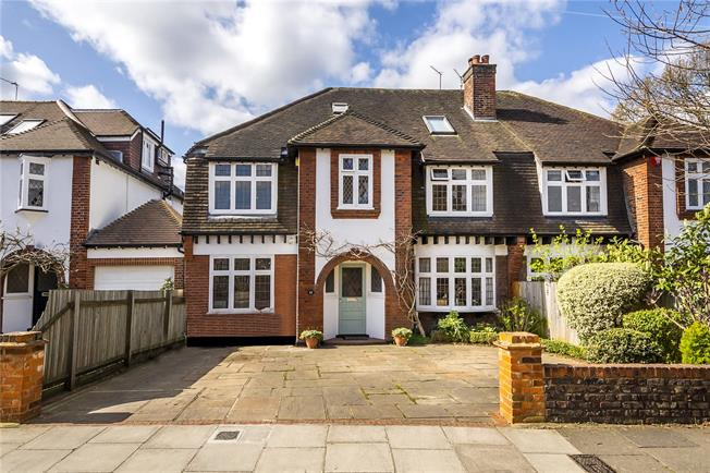 Guide Price £1,699,999, 5 Bedroom Semi Detached House For Sale in Twickenham, TW1
