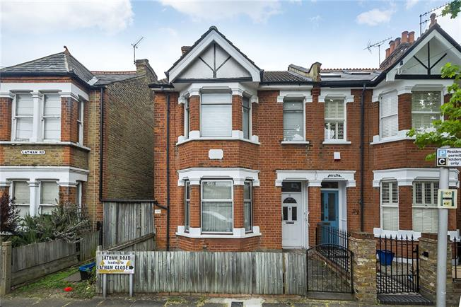 Guide Price £900,000, 3 Bedroom End of Terrace House For Sale in Twickenham, TW1
