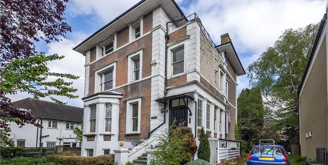 Asking Price £325,000, 2 Bedroom Flat For Sale in Isleworth, TW7