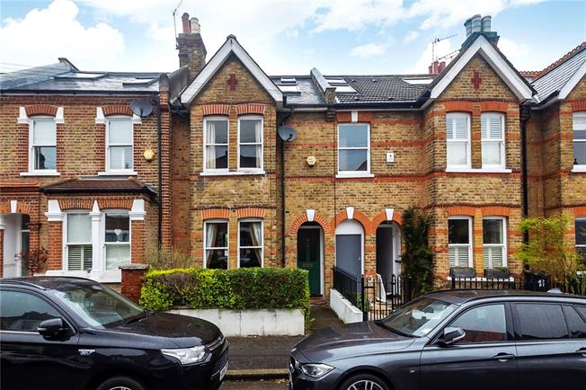 Guide Price £879,950, 4 Bedroom Terraced House For Sale in Twickenham, TW1