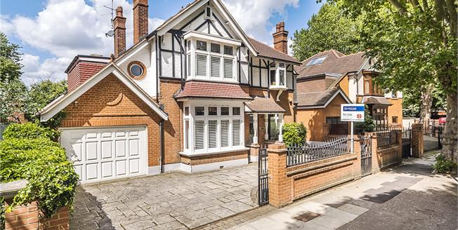 Guide Price £2,595,000, 6 Bedroom Detached House For Sale in Twickenham, TW1