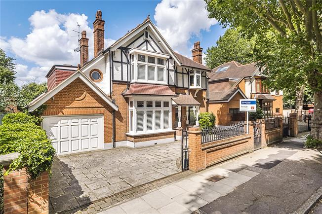 Guide Price £2,450,000, 6 Bedroom Detached House For Sale in Twickenham, TW1