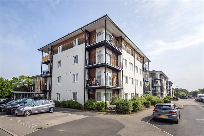Asking Price £270,000, 2 Bedroom Flat For Sale in Hounslow, TW4